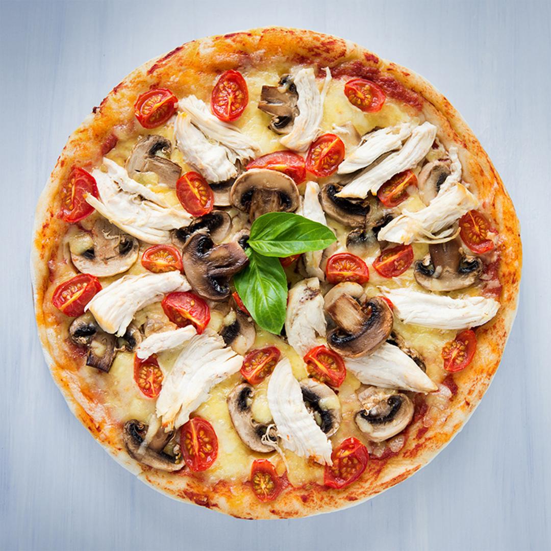 Пицца «Барбекю с курицей, грибами и вялеными томатами»