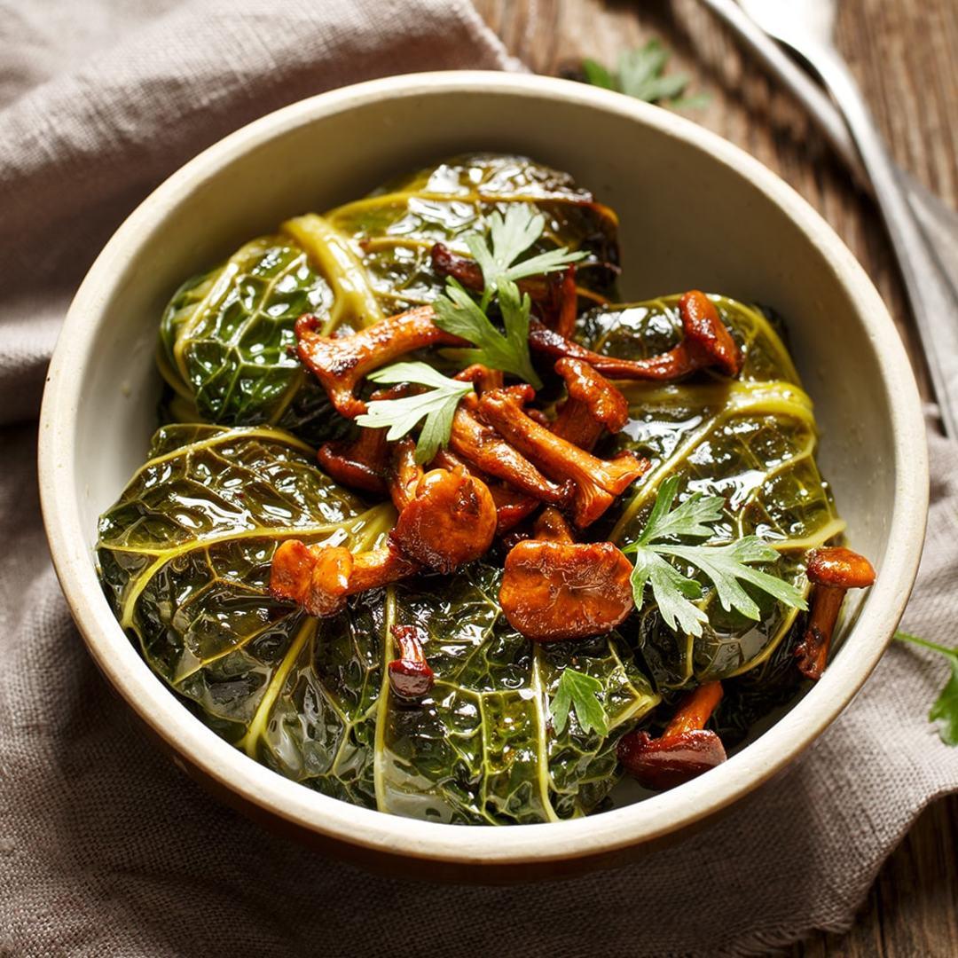 Роллы из капустных листьев с говядиной, рисом и опятами